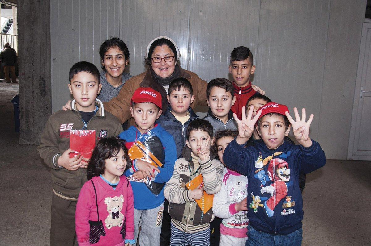 Xiskya con un grupo de niños en Irak